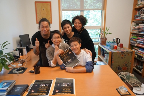 From left: Hakgwai Lau (freelance artist); Helen Siu (Anthropology, Yale); Jelly Cheng (manager, Goomusic); Canaan Fong (staff, Goomusic); and in front holding poster is Denise Ho (singer/artist)