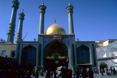 Golden Iwan, Shrine of Fatima Masuma, built in the eighth century, is also a leading Shii seminary in Iran. Kishwar Rizvi, CC BY-SA