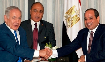 teps towards a gas hub: Israel's Prime Minister Benjamin Netanyahu, left, discusses energy cooperation with Egyptian President Abdel Fattah el-Sisi